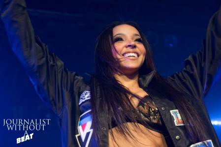 Tinashe embracing the Chicago auidence