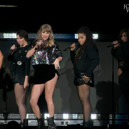 Taylor Swift - B96 Pepsi Jingle Bash 2017